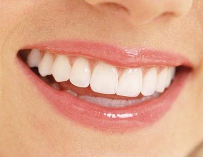 आपके दांतों को कमजोर बना सकती हैं ये चीजें