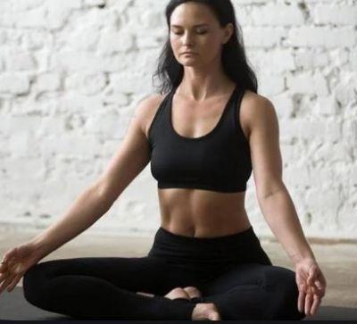मोटापे से दिलाएंगे निजात ये तीन योगासन