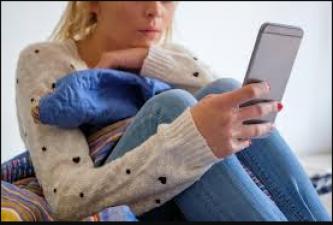 अगर आप भी मोबाइल लेकर घंटो बैठे रहते है तो जरूर पढ़ ले ये खबर, आएगी आपके काम