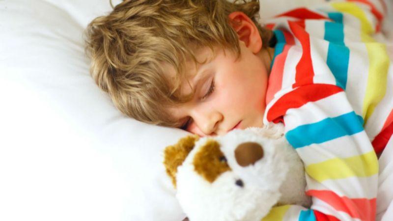 जानिए बच्चों के लिए कितने घंटे की नींद लेना है जरुरी