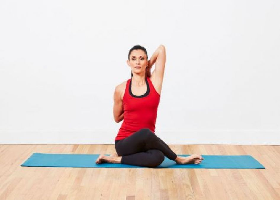 'Gomukhasana' is very beneficial for breastfeeding women, Know its benefits