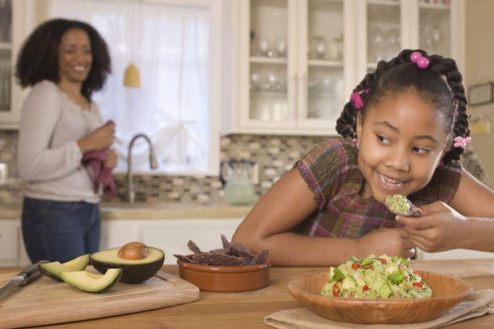 आपका व्यवहार भी बनता है बच्चों के मोटापे का कारण