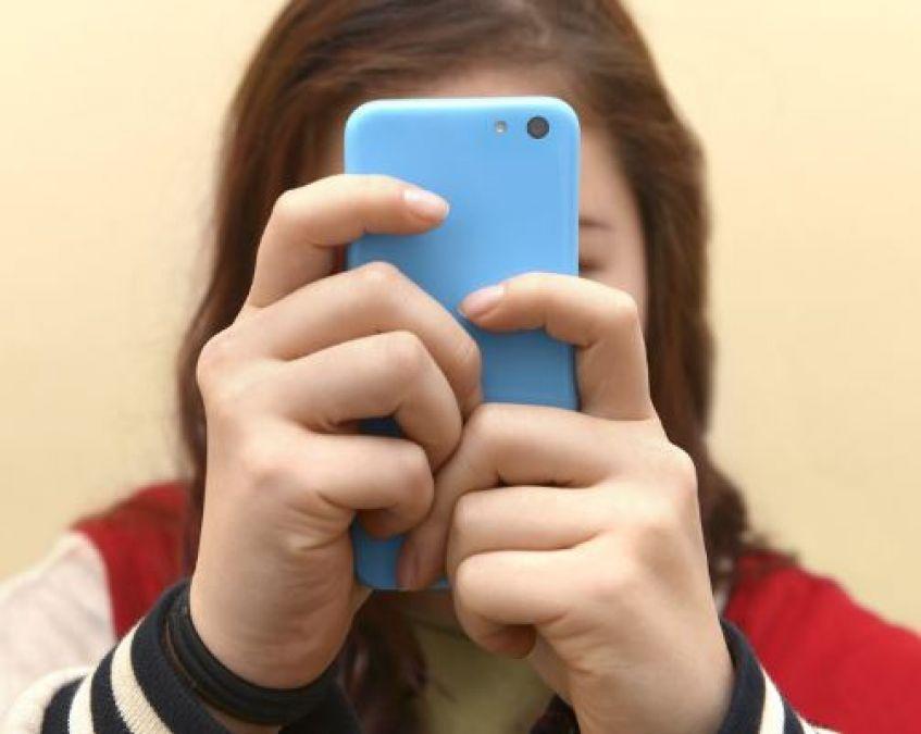 स्मार्टफोन का इस्तेमाल मानसिक स्वास्थ्य के लिए नहीं है इतना बुरा, जानें शोध