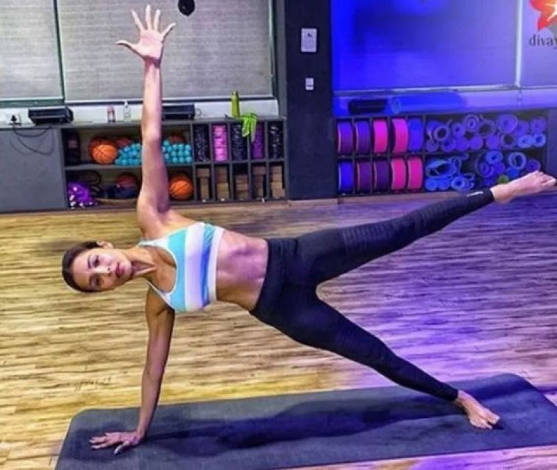 Want a thin waist like Malaika, then do planks