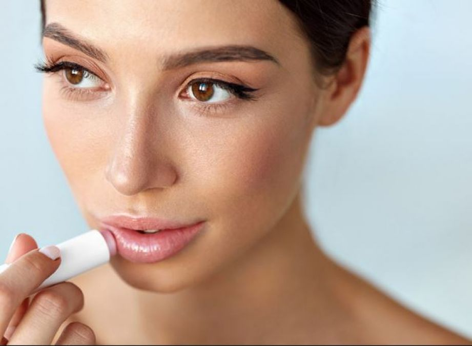 Natural lip balm can be used for the natural look of the lips!
