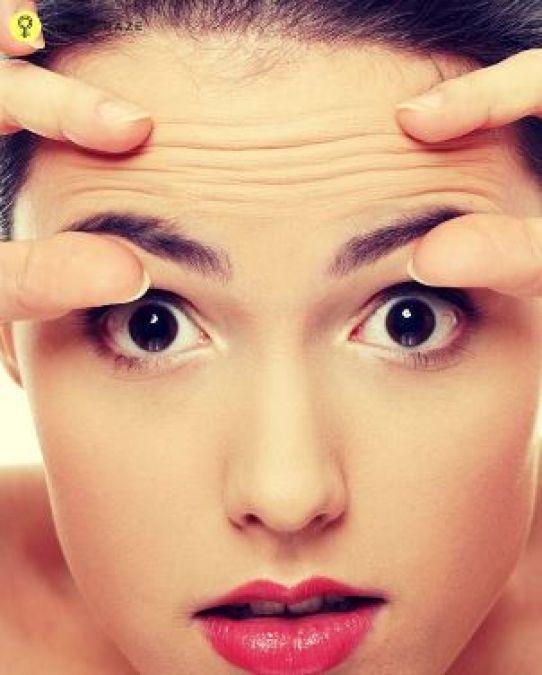 Use Aloe Vera to get rid of forehead wrinkles
