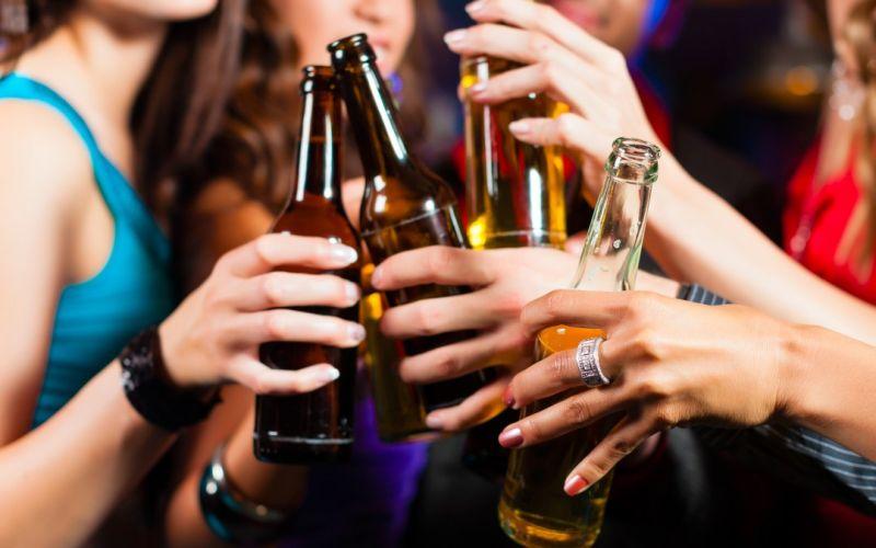 शराब की आदत को छोड़ने के लिए इस्तेमाल करें ये टिप्स