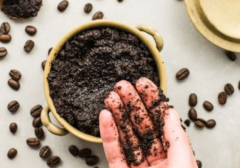 Use homemade coffee scrub to make skin beautiful