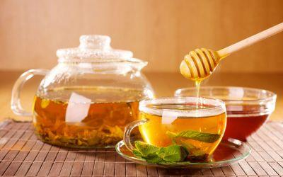 जानिए क्या है सुबह खाली पेट में गर्म पानी के साथ शहद पीने के फायदे
