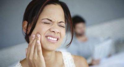 दांतों के ज़िद्दी दर्द से छुटकारा दिलाते हैं ये नुस्खे