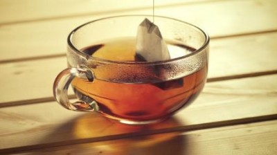 Use tea bags to remove foul smell from the fridge