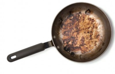 Try these simple and easy methods to clean burnt utensils