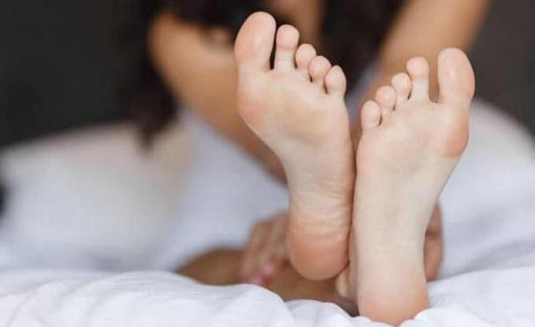 Make your cracked heels beautiful with neem and turmeric