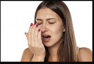 मुँह की बदबू से है परेशान तो इन घरेलु उपायों से करे इलाज