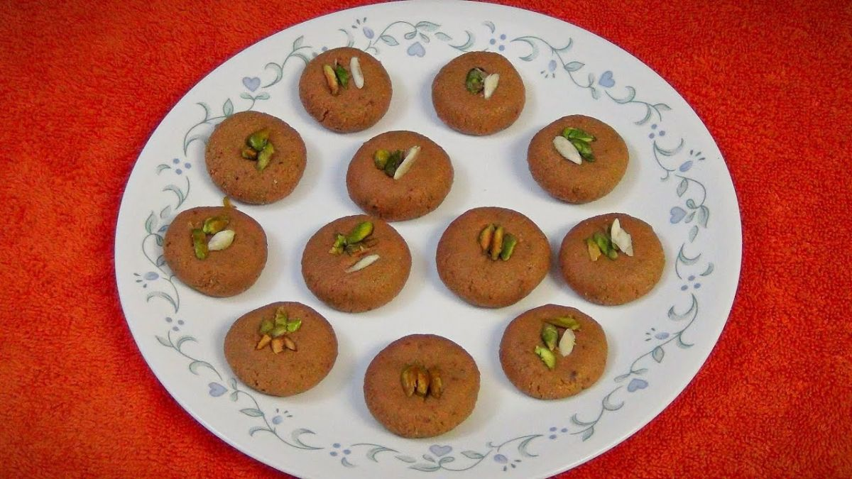 Feed this special Mewa Chudi Sweet to your Brother on the occasion of