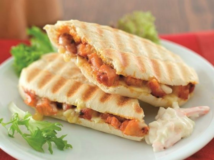 Recipe: Make Lipsmacking chicken tikka sandwiches at home with this