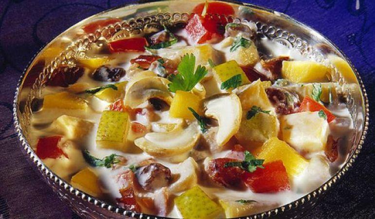 गर्मियों में बनाएं स्वादिष्ट फ्रूट रायता