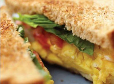 घर में इस तरह बनाये लजीज और लाजवाब अंडा सैंडविच