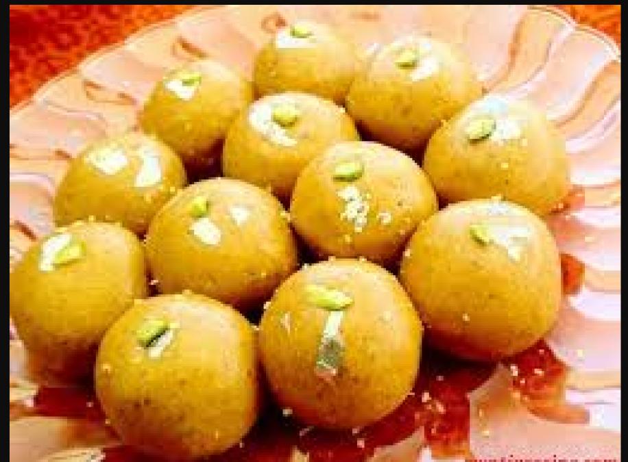 This Diwali make delicious Besan Laddu at