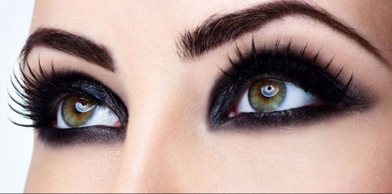 आँखों के इस्तेमाल करें ये ट्रेंडी मेकअप, बनाएं आकर्षित
