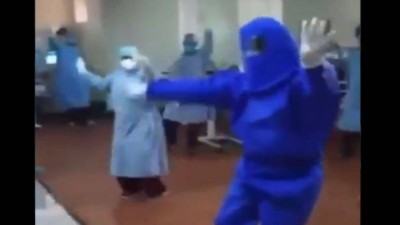 Everyone was surprised to see that health workers did this for the happiness of corona patients