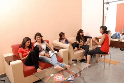 Adjust yourself in hostel life by following these tips