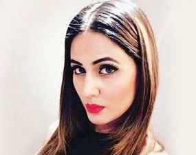 For Simple and Attractive Look, Follow Hina Khan's Hair Style