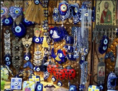 Accessories में काफी ट्रेंड कर रही हैं Evil Jewellery