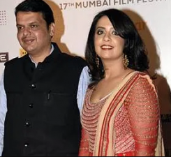 You can also take these tips from the fashion sense of Devendra Fadnavis's wife