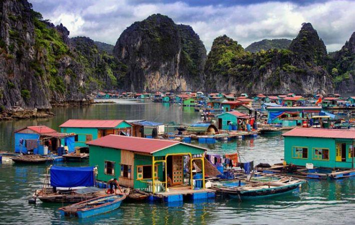 क्या आपने देखा है पानी के ऊपर तैरता हुआ गांव