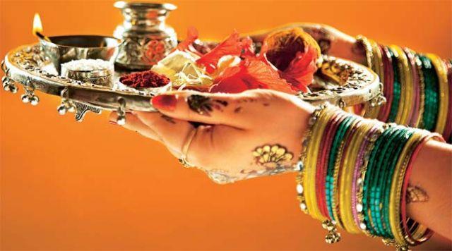 हिंदू मान्यता के अनुसार इस तरह करें आरती - पूजन