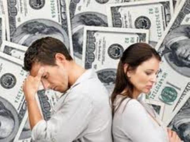 छोटे उपायों से करें पैसों की तंगी को दूर