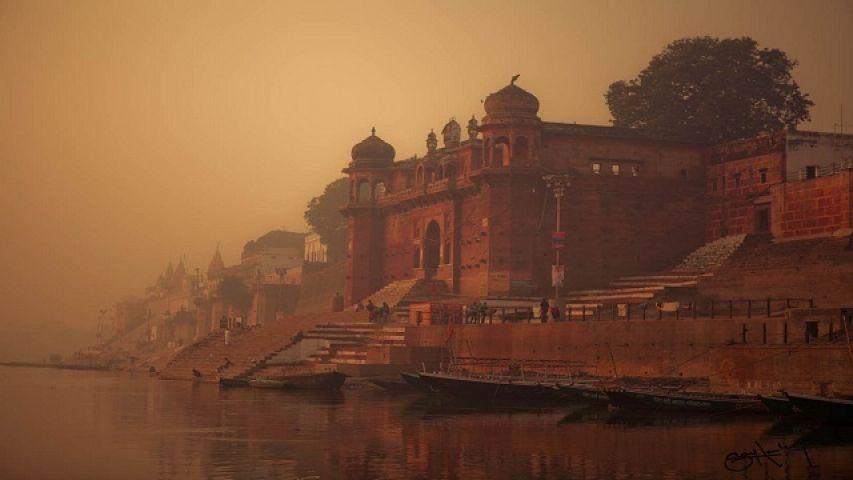 वाराणसी भगवान शिव के त्रिशूल पर टिका शहर है