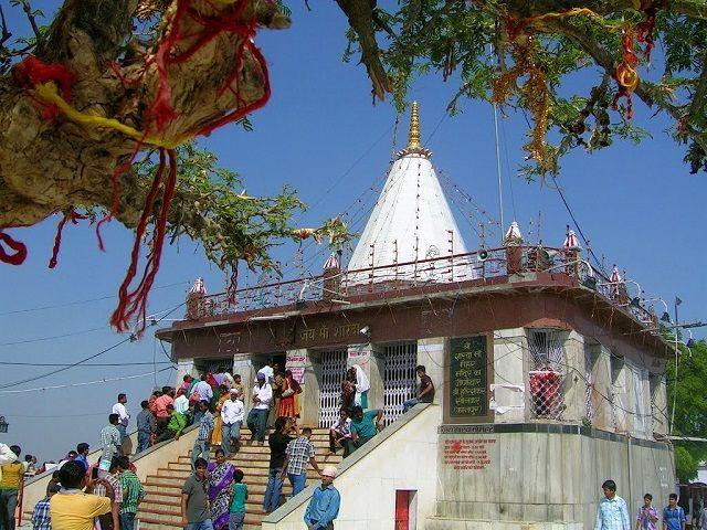 एक ऐसा अद्भुत  मंदिर जहाँ  रैनबसेरा करने वाले की हो जाती है मौत