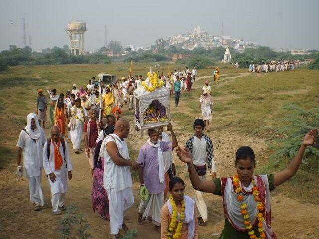 चौरासी कोस  यात्रा में दिखती है भक्तों की पवित्रता