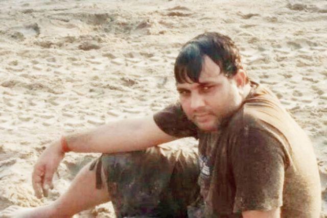 जब मुंबई की सड़को पर सरेआम नंगा दौड़ता रहा युवक
