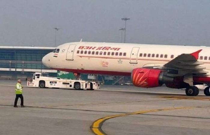 एयर इंडिया एक्सप्रेस के विमान में आग की चेतावनी के बाद कोझिकोड हवाई अड्डे पर की गई आपात लैंडिंग