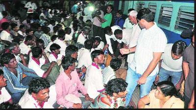 Indian Fisherman released by Pakistan Arrived in Vadodara