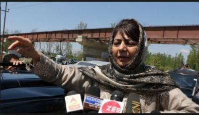 PDP leader Mehbooba Mufti convoy attacked by unknown in J&K
