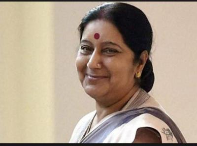 EAM Sushma Swaraj wins billions  of Indian Heart by her tweet 'Hum Hai Na'