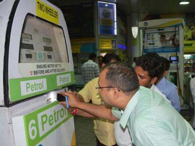 Uttar Pradesh: FIR registered against seven petrol pumps for using cheating chips