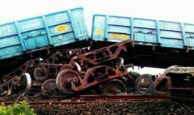 Goods train derails in Bihar today