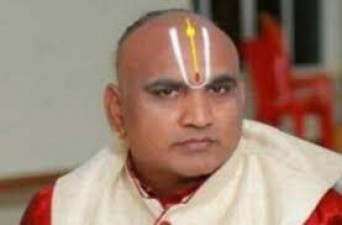 TTD Priest Srinivasacharyulu breathes his last due to COVID-19