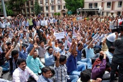 17 lakh government employees on strike in Maharashtra today, services to be affected