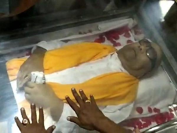 Madras HC pronounces verdict: M Karunanidhi to get a burial at the Marina Beach