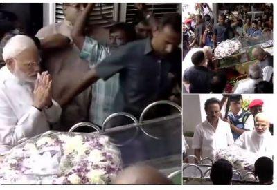 PM Modi pays last respects to ex 5 times TN CM Karunanidhi at Chennai's Rajaji Hall