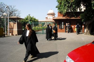 Supreme court asks the lawyers not to become the flatterer of government