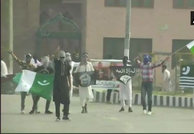 Protesters wave Pakistan and ISIS flags in Srinagar after Eid al-Adha namaz