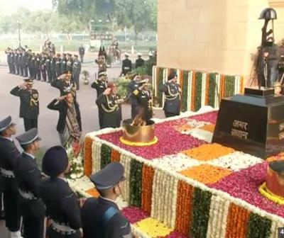 Nirmala Sitharaman, General Bipin Rawat shows gratitude to soldiers: Vijay Diwas: