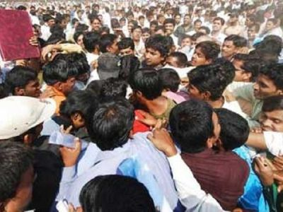 Unemployment Crisis in India, 4600 youth applied for 14 posts of sweeper